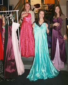 Prom Dress Shops London on Students Collect Prom Dresses For Teens In Need   Augustana College