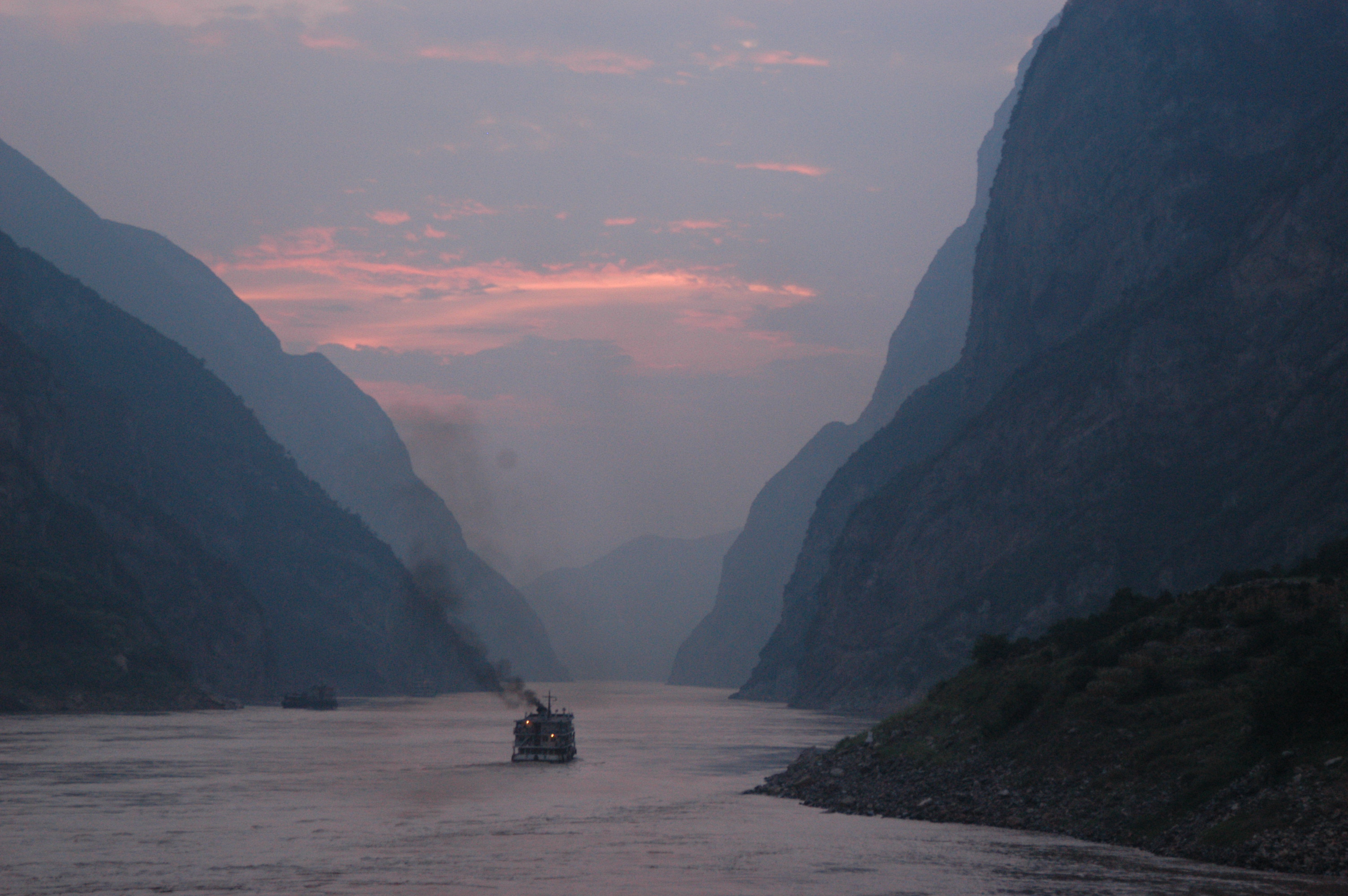 Dusk on Yangtze, view from cruise ship